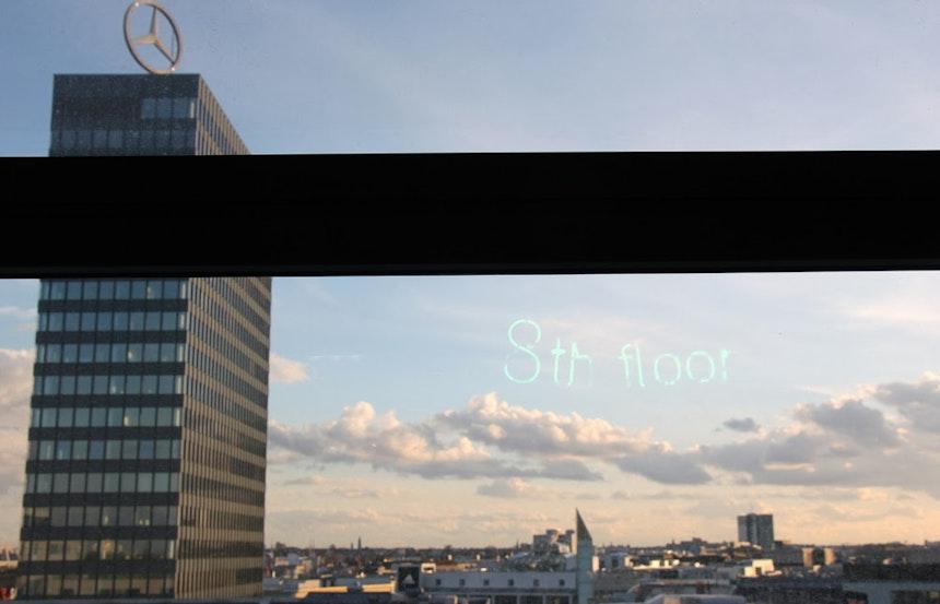 Spiegelung im Fenster – 8th floor