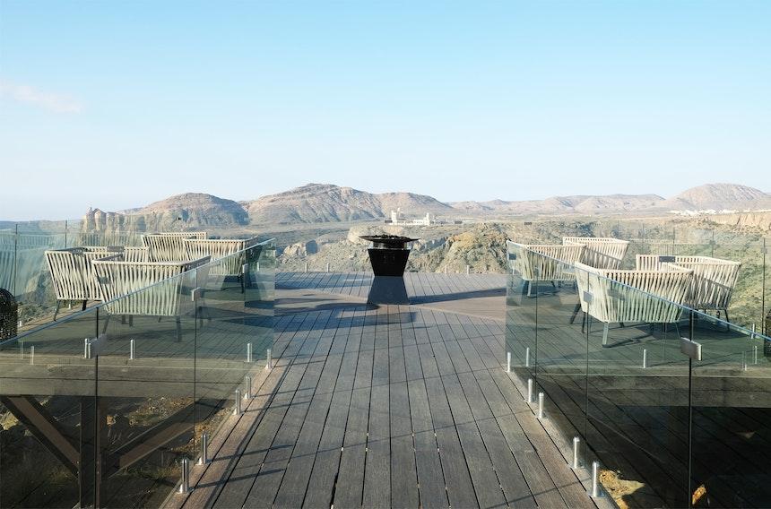 An diesem Ort in 2000 Metern Höhe standen bereits Charles und Diana – Die Hotelterrasse trägt deshalb den Namen Diana's Viewpoint und ist ein bekanntes Ausflugsziel im Oman