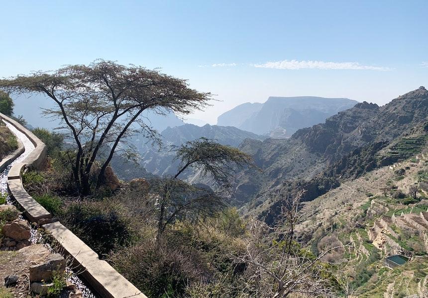 Kilometer lang schlängelt sich das Wasser die Berghänge entlang