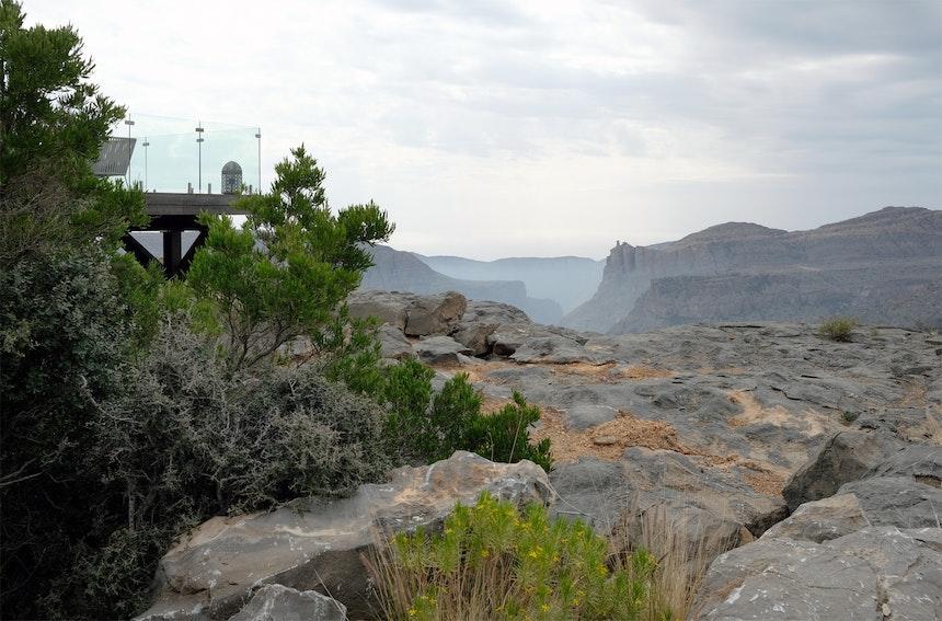 Unterhalb des Diana's Viewpoints geht es steil bergab – Das Anantara Al Jabal Al Akhdar bietet dort Klettertouren an