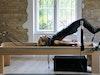 Pilates-Trainerin Anke von Popowski auf dem Reformer