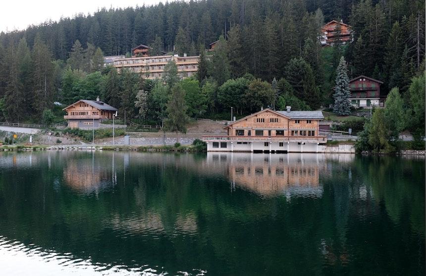 Abendstimmung am See, Sicht auf die Jugendherberge