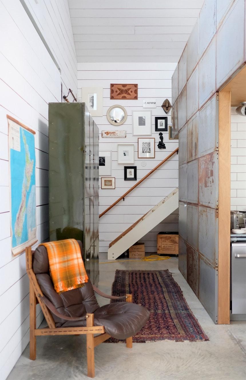 Treppe hinauf zur Arbeitsetage und Officefläche