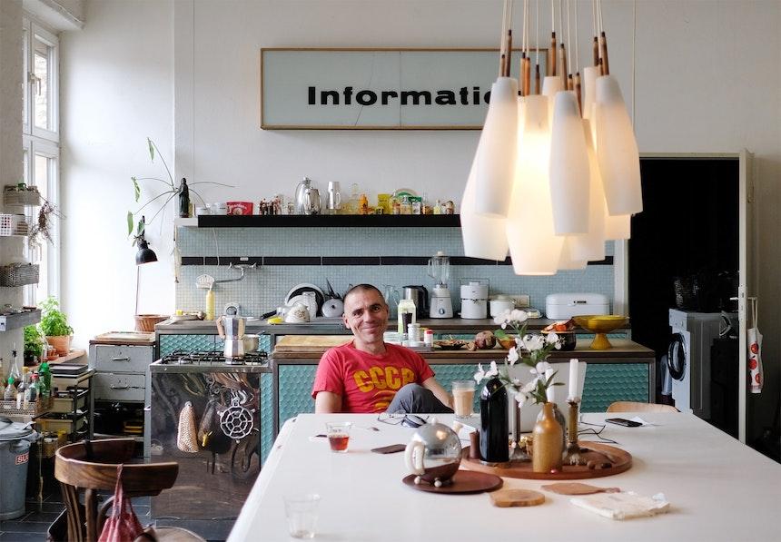 Vince wohnt bereits seit über 20 Jahren im Kreuzberger Fabrikgebäude