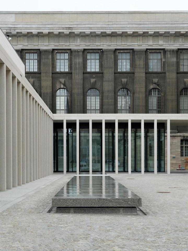 James Simon Galerie 15