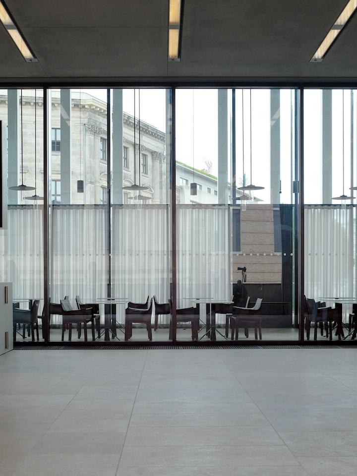 James Simon Galerie 19