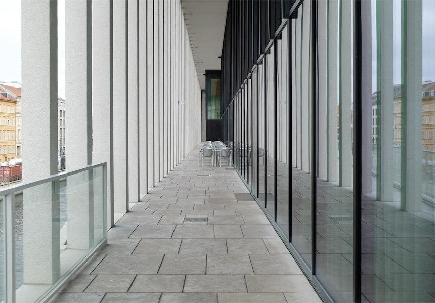 Terrasse des Cu29, Kolonnadengang