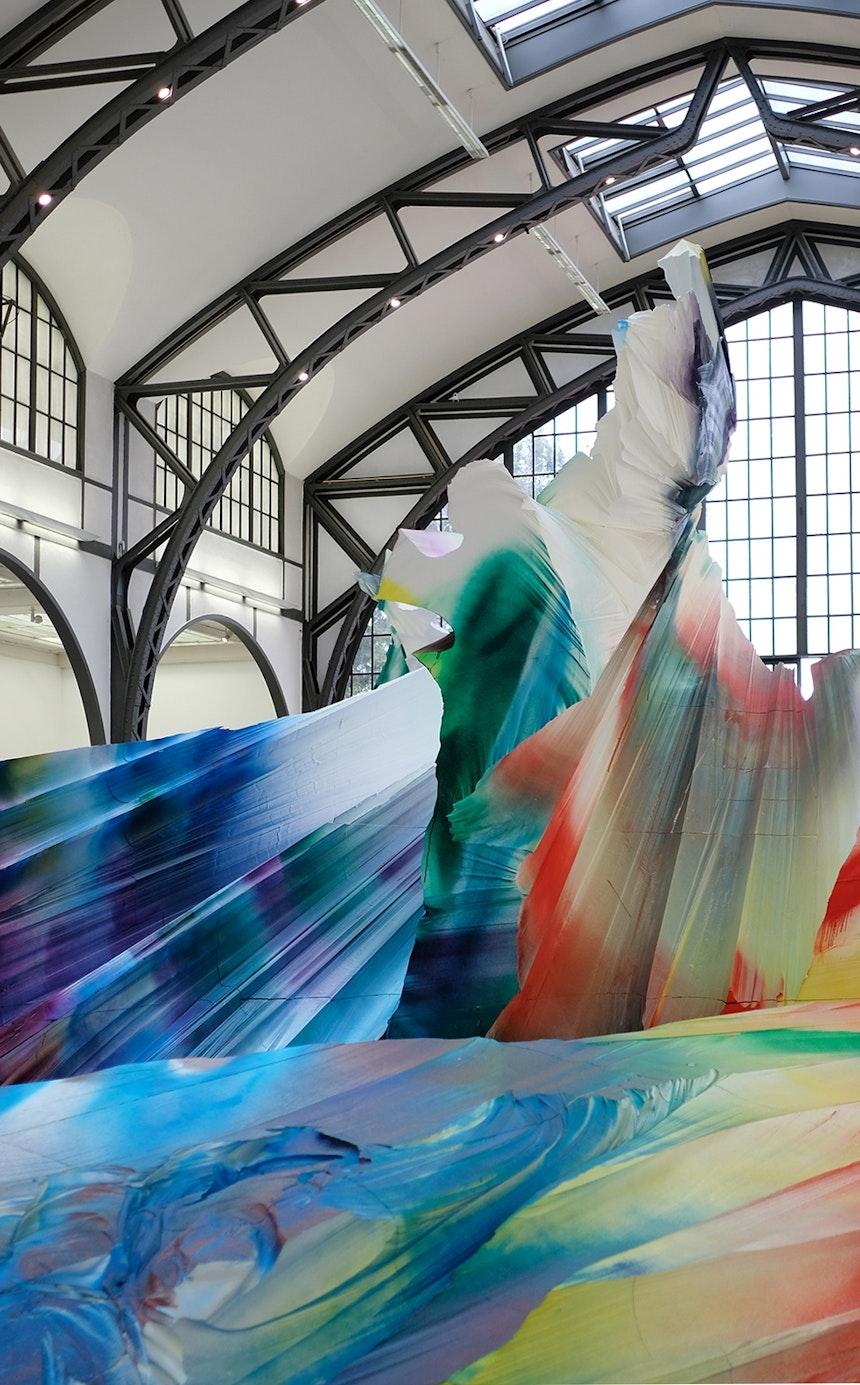 Im Zusammenspiel zwischen Kunstwerk und Betrachter entstehen immer wieder neue Räume und Sichtachsen