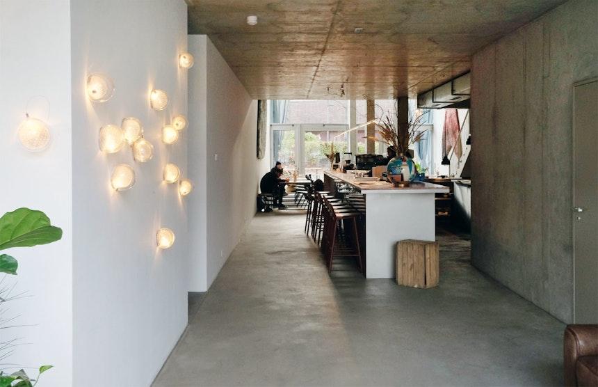 Im Erdgeschoss befindet sich die Kantine/Bar Baldon