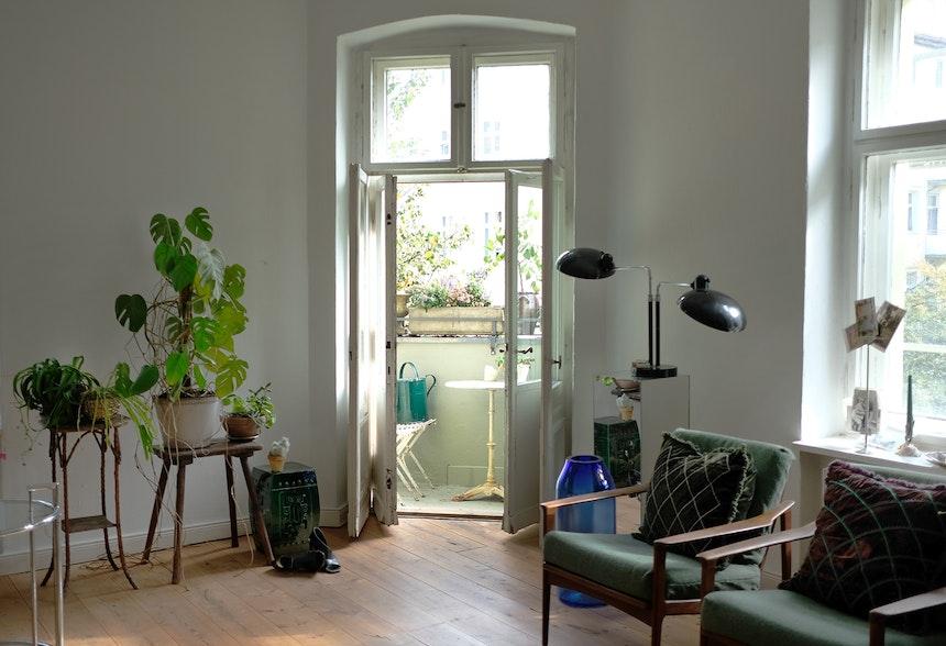 Green Living mit einem Hauch von Blau –  Vase RAW BERLIN BLUE von Milena Kling