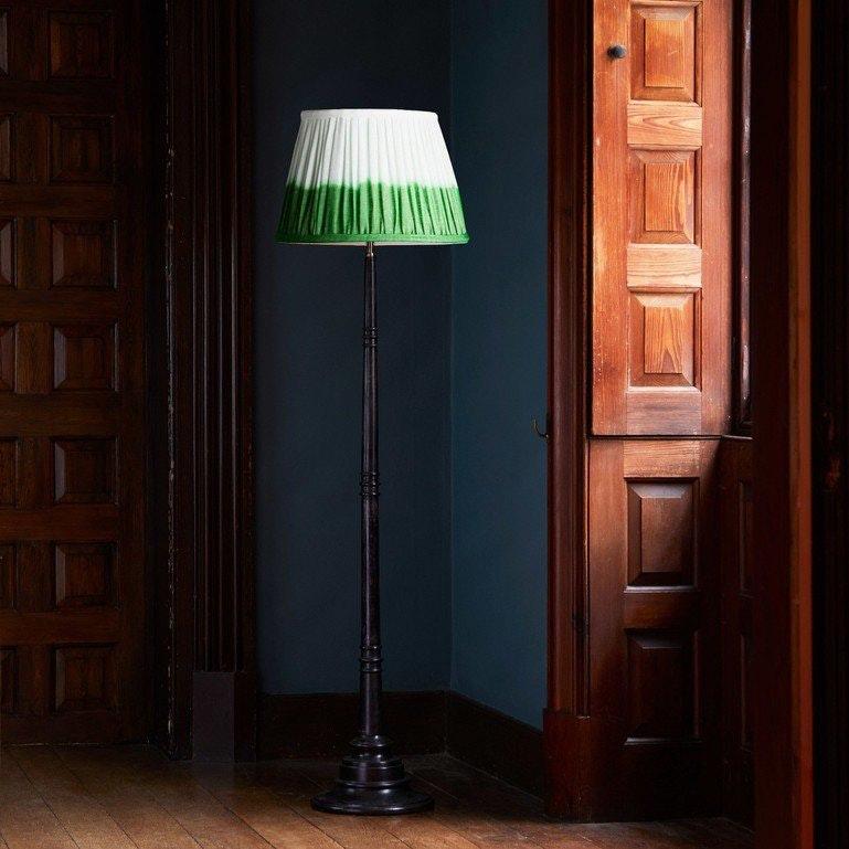 Foto ©Pooky: samarkand floor lamp in ebony