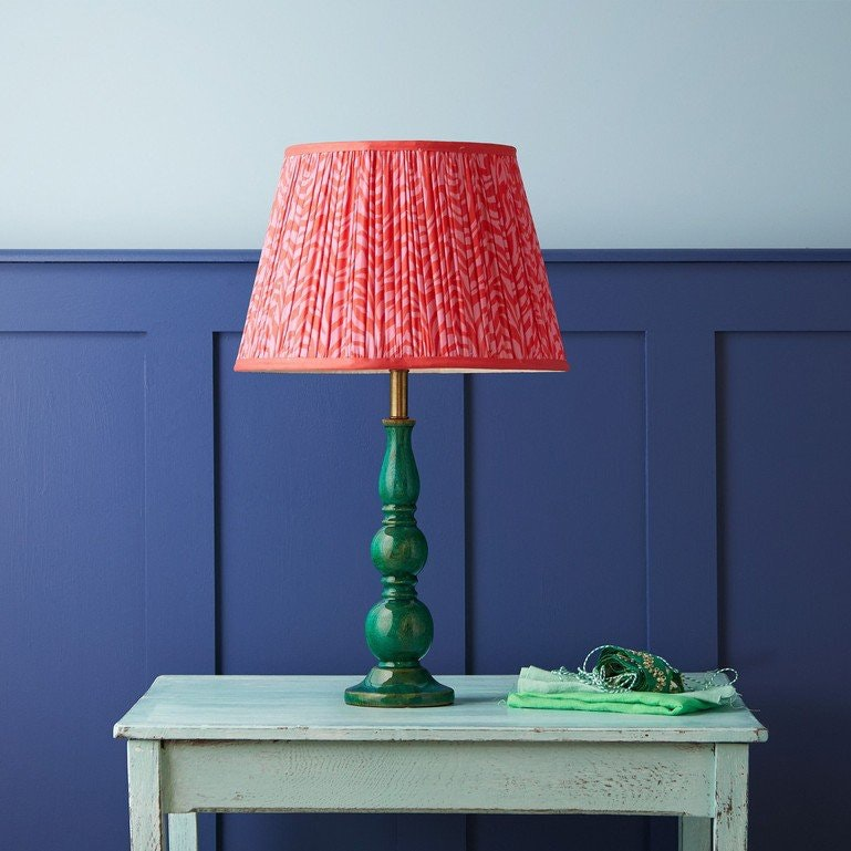 Foto ©Pooky: kelpie table lamp in turquoise lacquered wood – coming soon