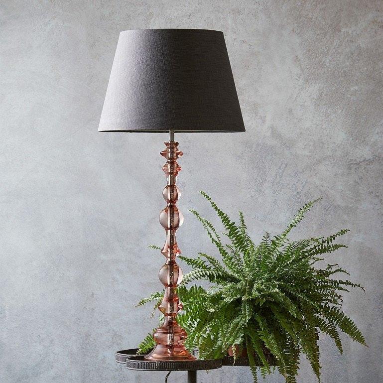 Foto ©Pooky: bobboli table lamp in pink resin