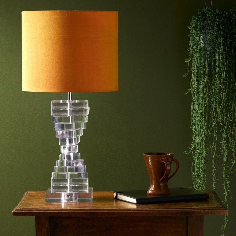 Foto ©Pooky: hoy table lamp in clear resin