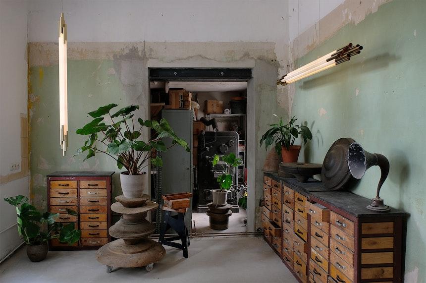 Hängende Org Pendelleuchten, Entwurf Sebastian Summa für DCW éditions, im Berliner Showroom & Atelier des Produktdesigners