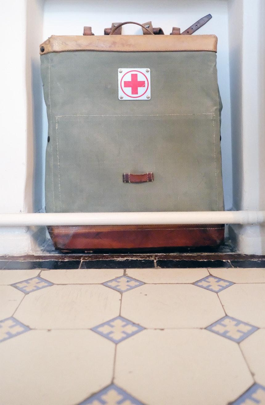 Erste Hilfe – Vintage Style, Original-Küchenfliesen von 1905
