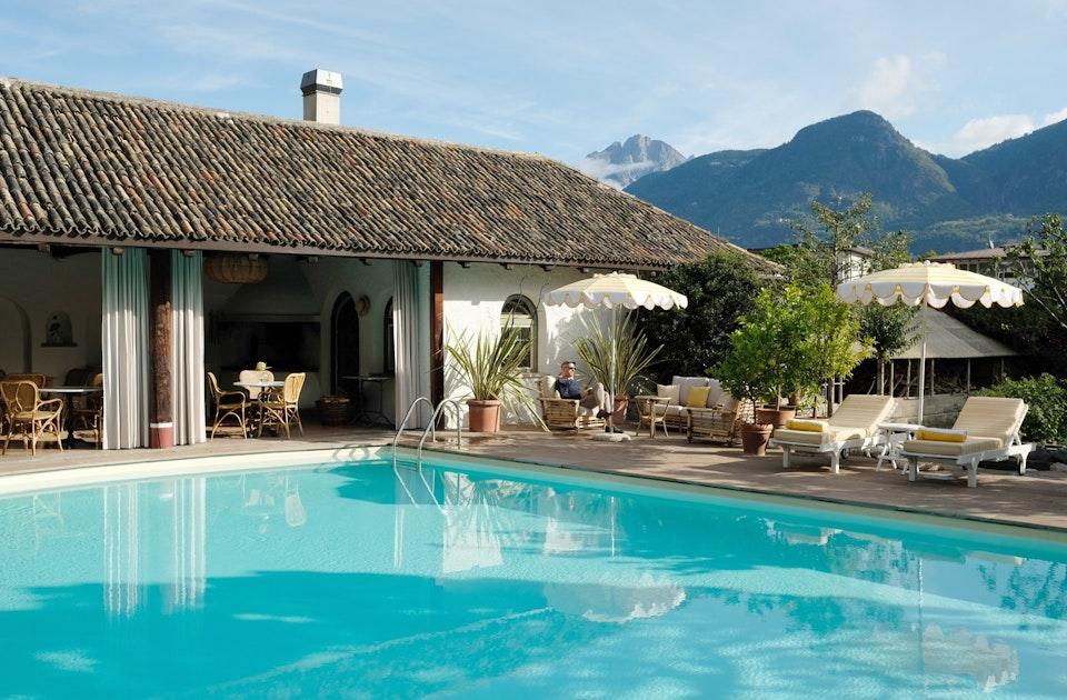 Sixties Vibes – Das alte Poolhaus der Villa Arnica, erbaut 1967, erstrahlt seit Juni 2019 im neuen (Mid Century)Glanz