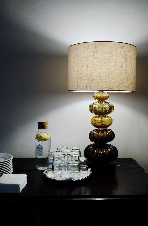 Zitronenwasser & Vintage Leuchte