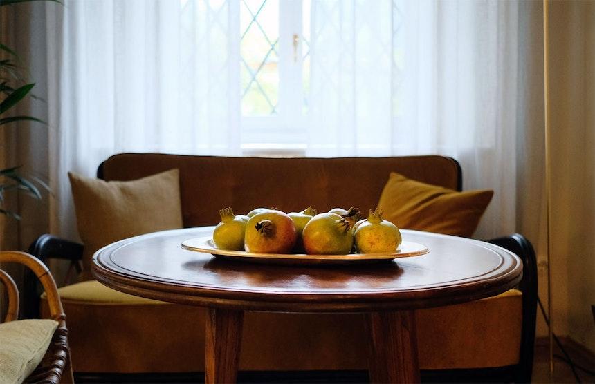 Granatapfel-Stilleben im Salotto, dem Wohnzimmer der Villa Arnica