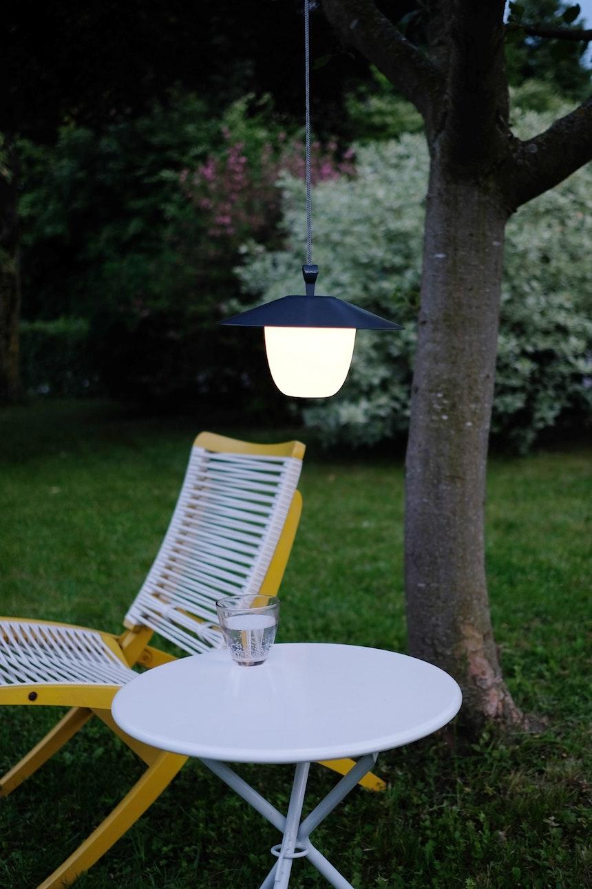Die ANI LAMP kann sowohl im Innenbereich als auch draußen eingesetzt werden