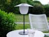 Die vom Kölner Designstudio kaschkasch entworfene mobile Akkuleuchte ANI LAMP erinnert an alte Straßenlampen