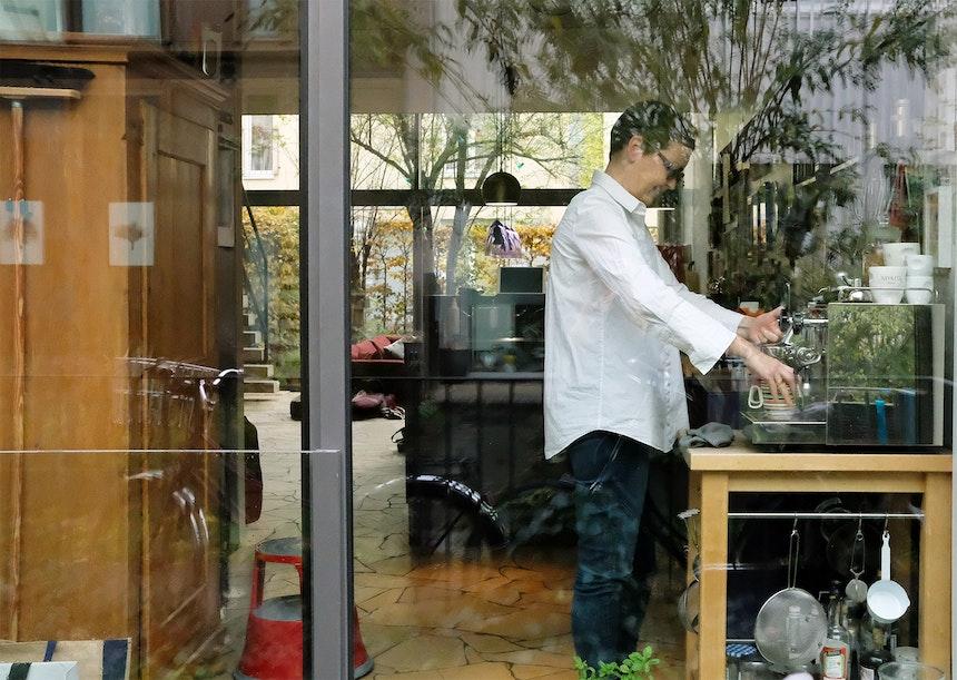 Offene Architektur – Blick vom kleinen »Wohnweg« in die (Kaffee)Küche