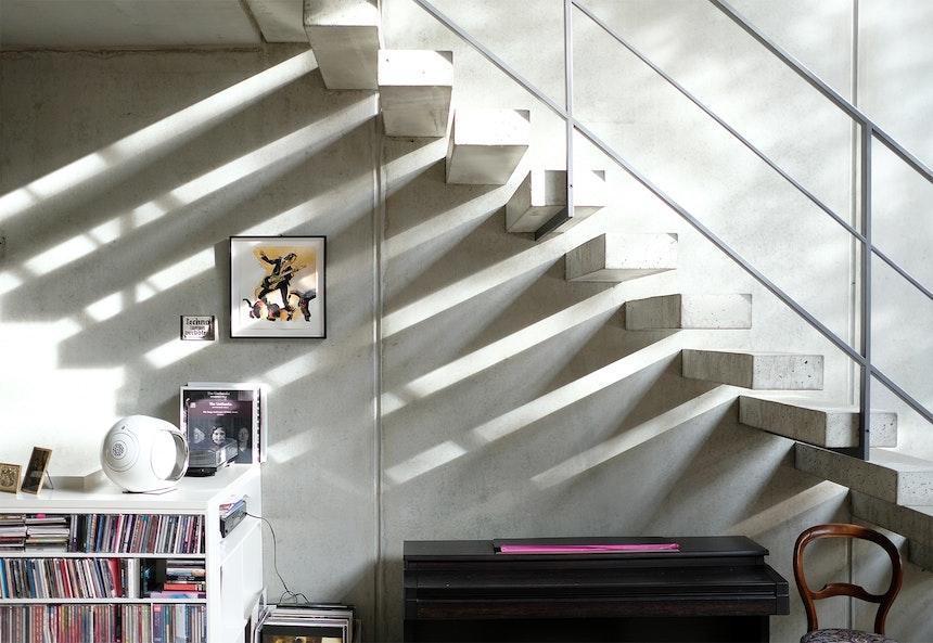 Musik, Sichtbeton, Licht & Schatten im Townhouse von Anne Haffmans (Kai Hansen Architekten)