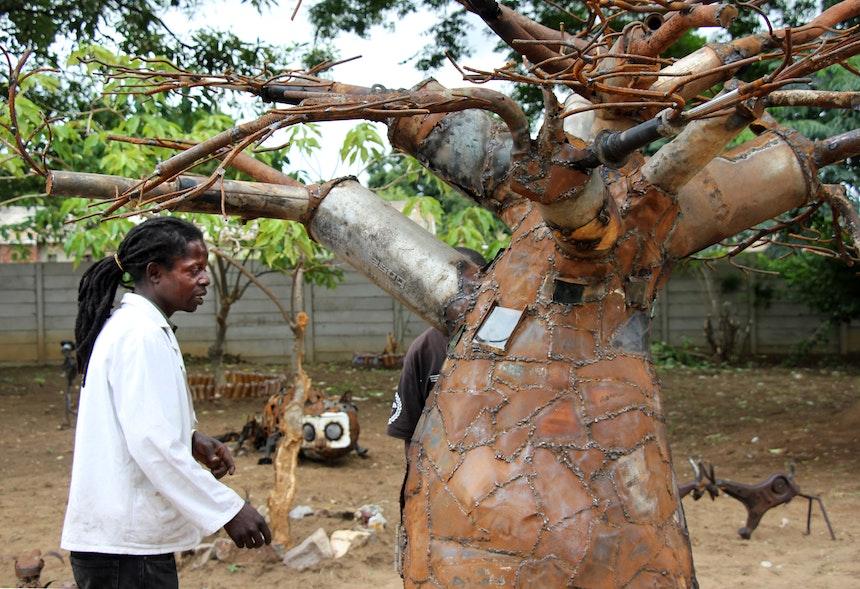 Oneday Manhango, Baobab aus Altmetall