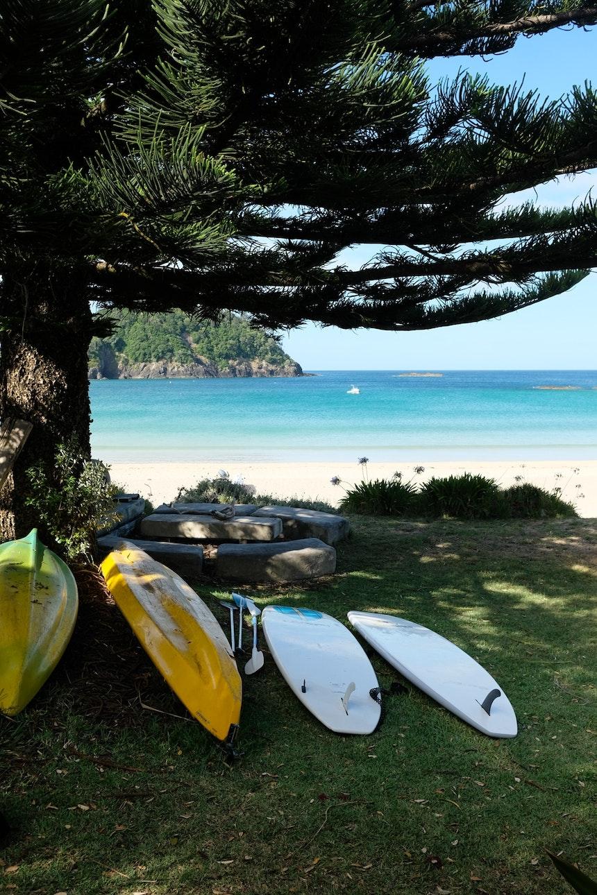 Der Strand ist ideal zum Surfen und Kajak fahren
