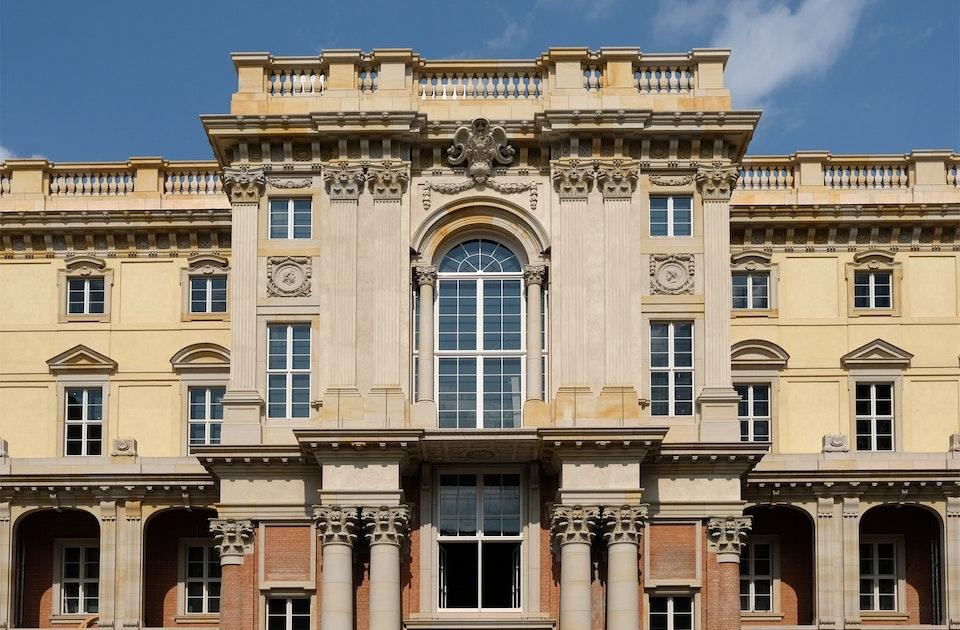 Prachtvoll – Die Barockbau-Rekonstruktion des neu erbauten Berliner Schlosses, Nordportal des Schlüterhofs