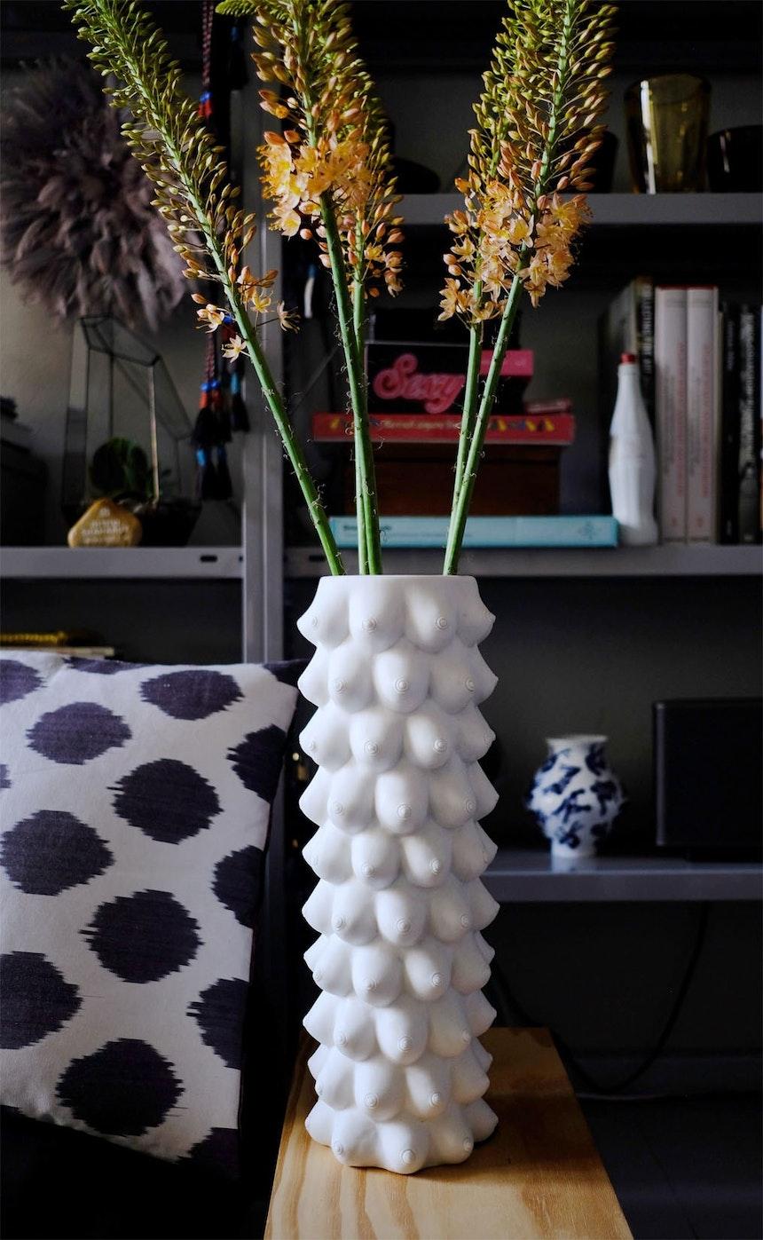 Fast 100 Brüste – Georgia Vase, Design Jonathan Adler