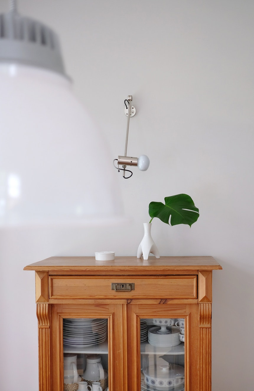 Italienisches Leuchten-Design und Porzellan aus den 1950er und 60er Jahren