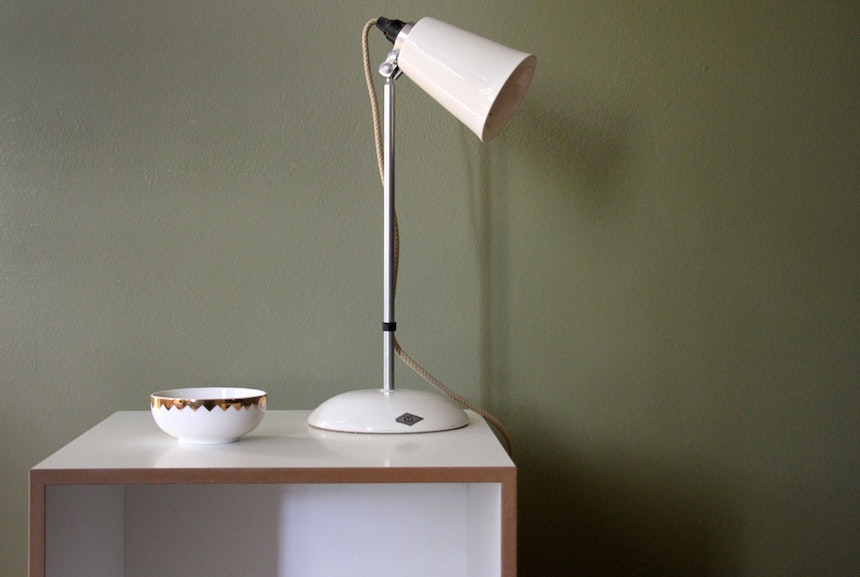 Rollcontainer, Lampe Hector, Wandfarbe »Olive« von F&B