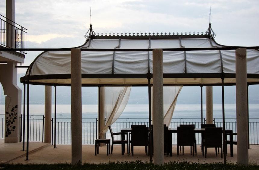 Der große Pavillon gehört zu einer Wohnung im EG