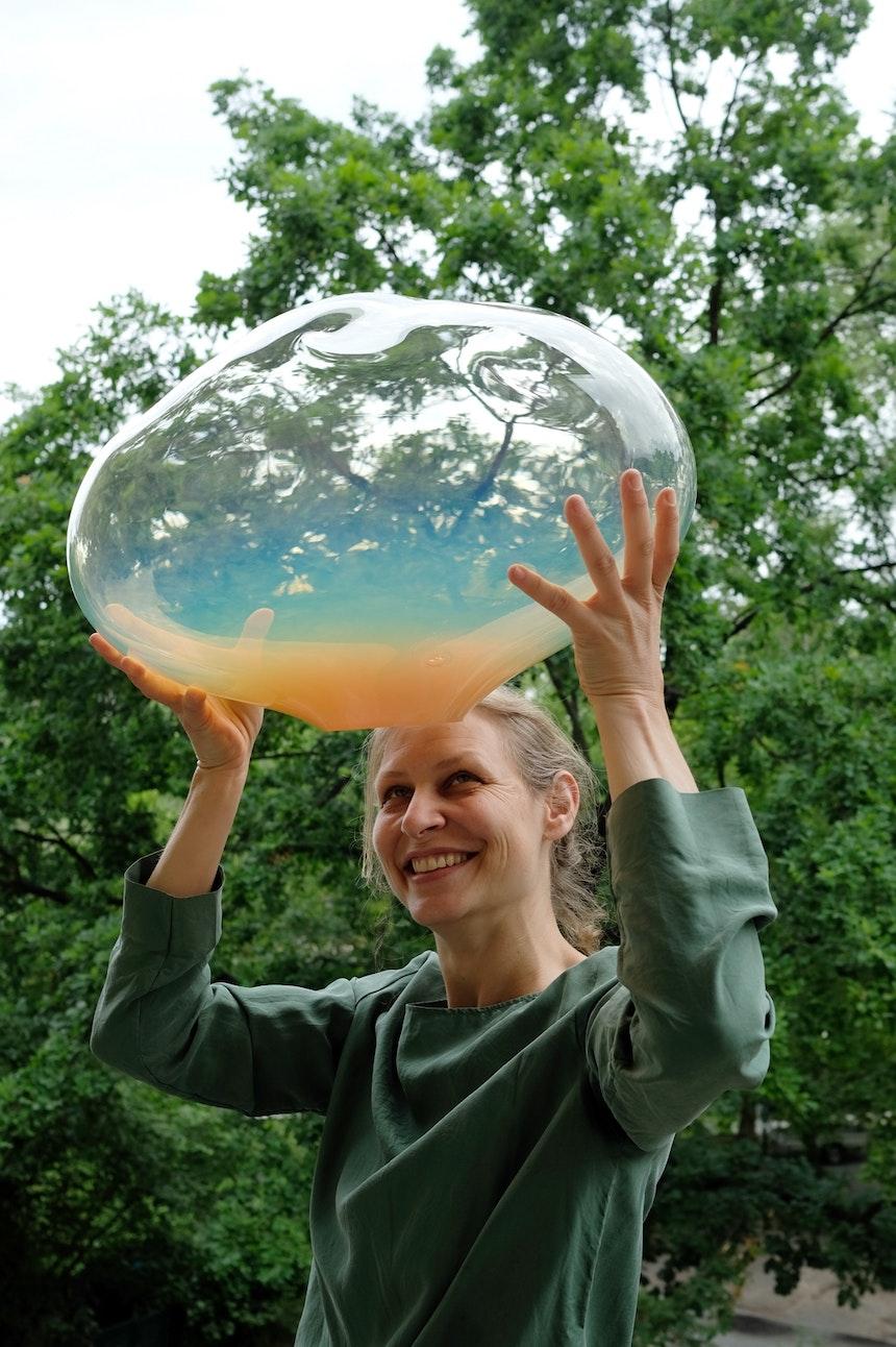 Glas Bubble vor Kreuzberger Grün (Urbanhafen)