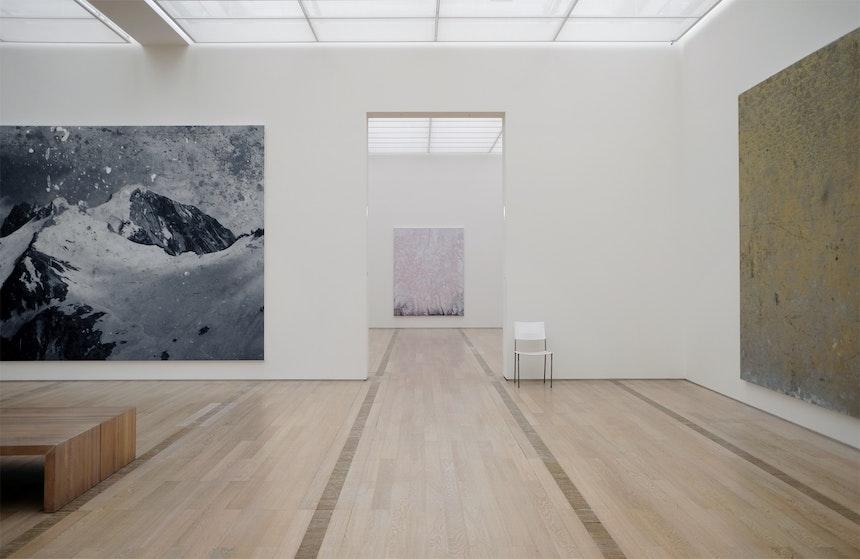 Untitled, 2010, Öl auf Leinwand, The Broad Art Foundation, Untitled, 2010, Gemälde in mattem Gold