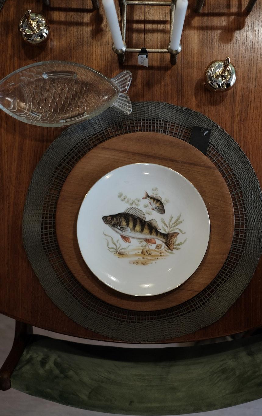 Tisch mit Fisch