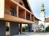 Moderne Architektur neben der Gadener Dorfkirche