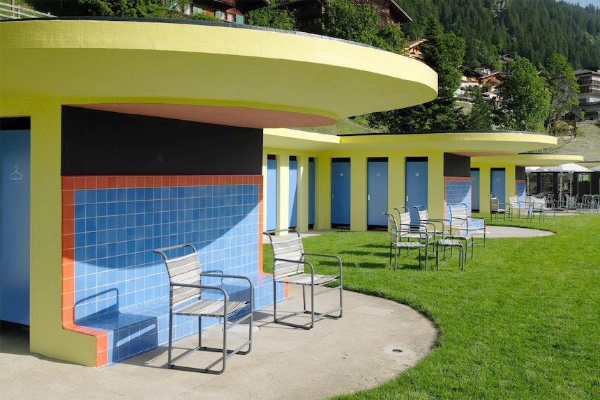 Original-Mosaikfliesen und Stahlrohrmöbel von 1931 – Das Gruebi-Bad nach der Restaurierung im Juni 2019