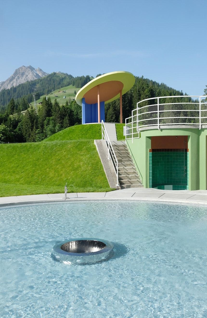 Rund – Duschen und Kinderbecken nach Originalplänen des Architekten Beda Hefti
