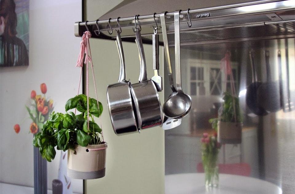 Hängender Basilikum Plant Hanger By K Amsterdam 1
