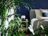 Schlafzimmer in Grün und Blau – Pflanzen, Wandfarbe von Kolorat, Bølling Tray Table (Brdr. Krüger), Milk Tischleuchte (& Tradition), Bett von Treca Paris