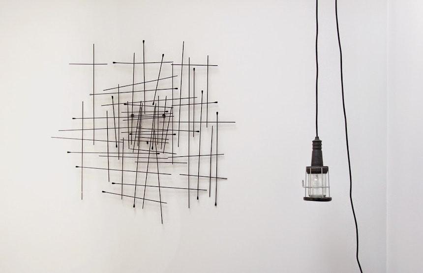 Wandrelief (habitat) und Werkstattlampe