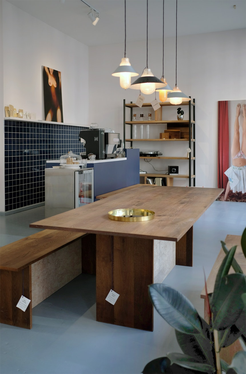 Bank ADITYAS, Tisch ADITI, Leuchten »New found treasures« aus Thermoskannen-Inlets von Klaas Kuiken & Dieter Volkers