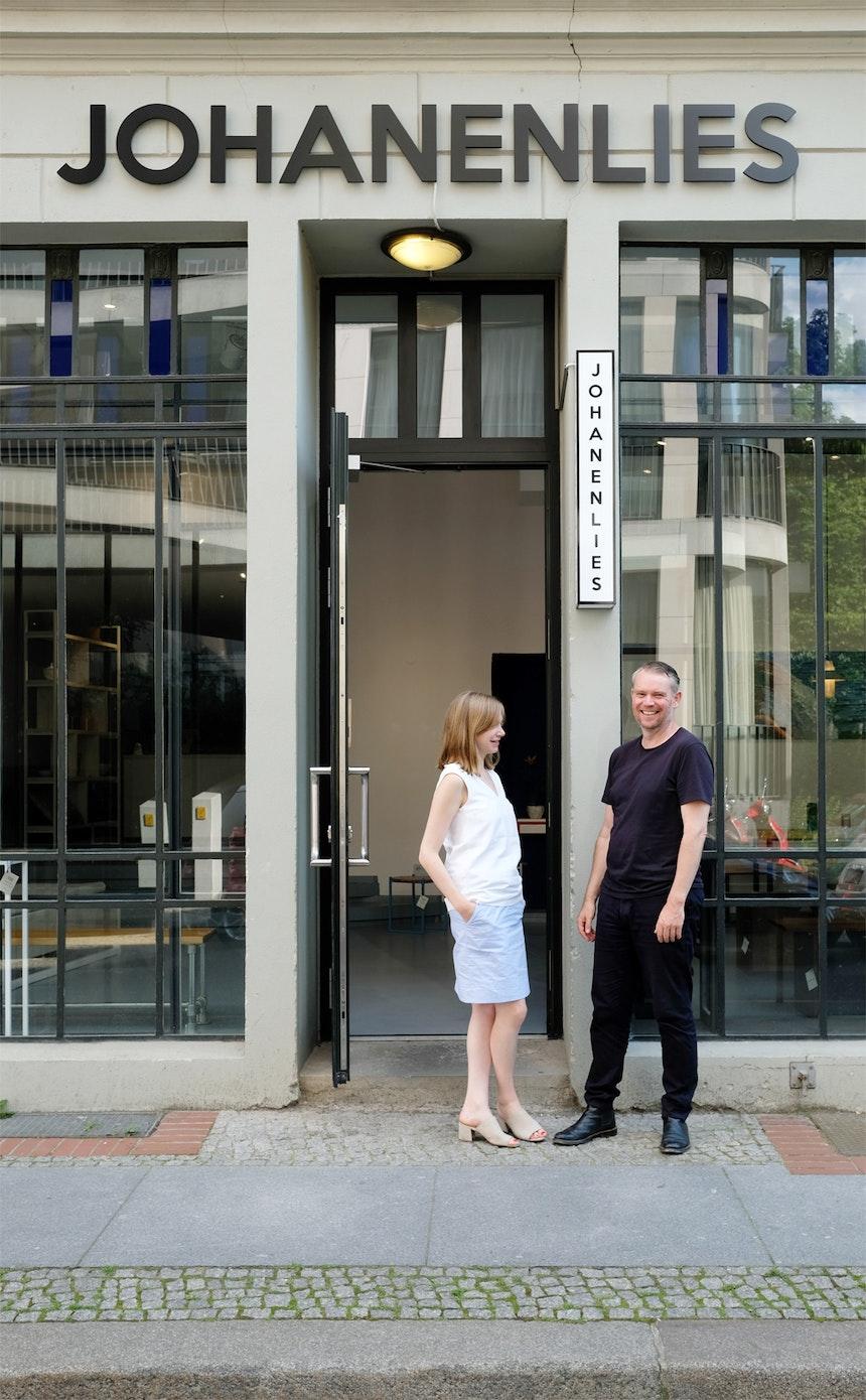 Mike & Coco vor ihrem schönen Laden