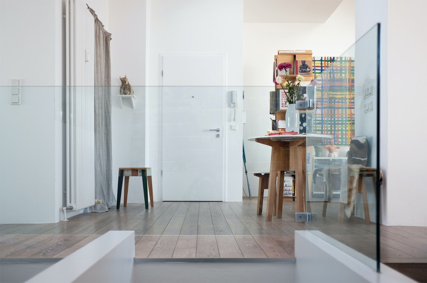 Verglast – Hier geht's hinunter zu den Schlaf- und Arbeitszimmer(n)
