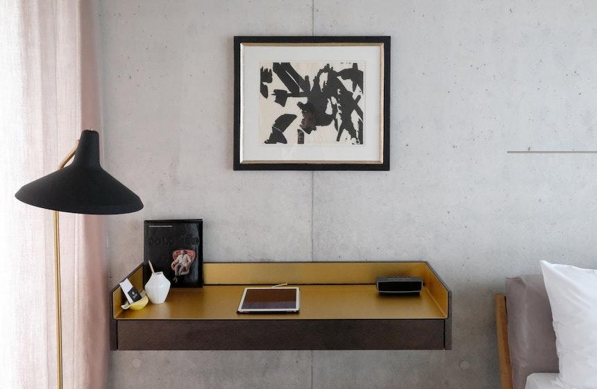 Auf einen Fernseher im Zimmer wird in der Krone bewusst verzichtet, Netflix & Co stehen auf dem iPad Pro zur Verfügung