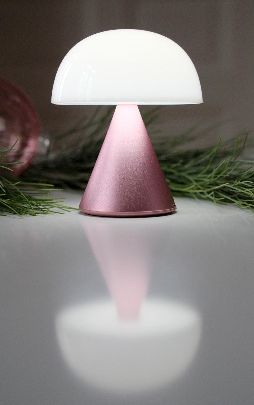 Mina ist ideal als Nachtlicht, Tisch- oder Fensterbeleuchtung einsetzbar
