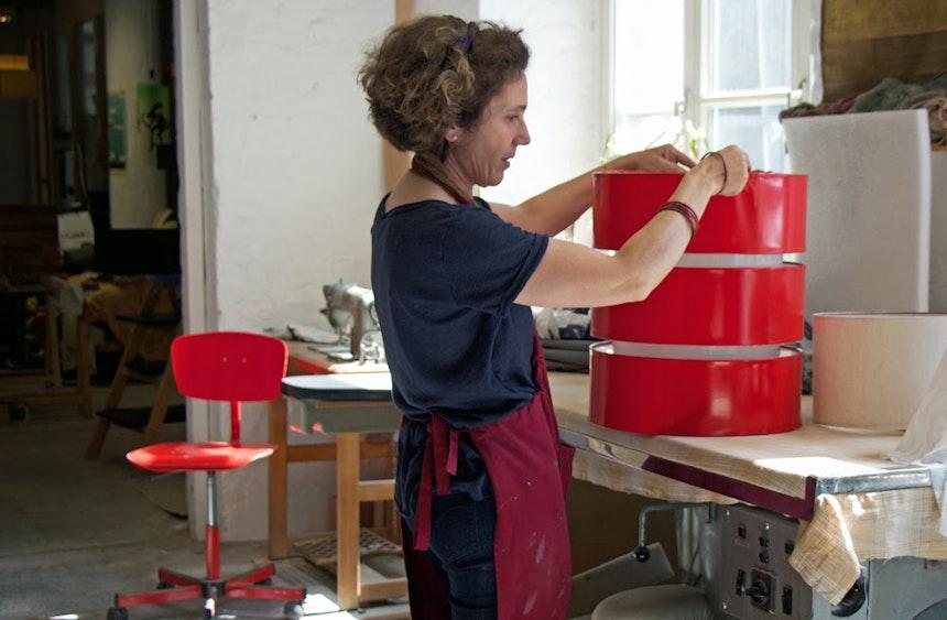 Lichtscheu Im Lampenschirm Atelier In Kreuzberg 7