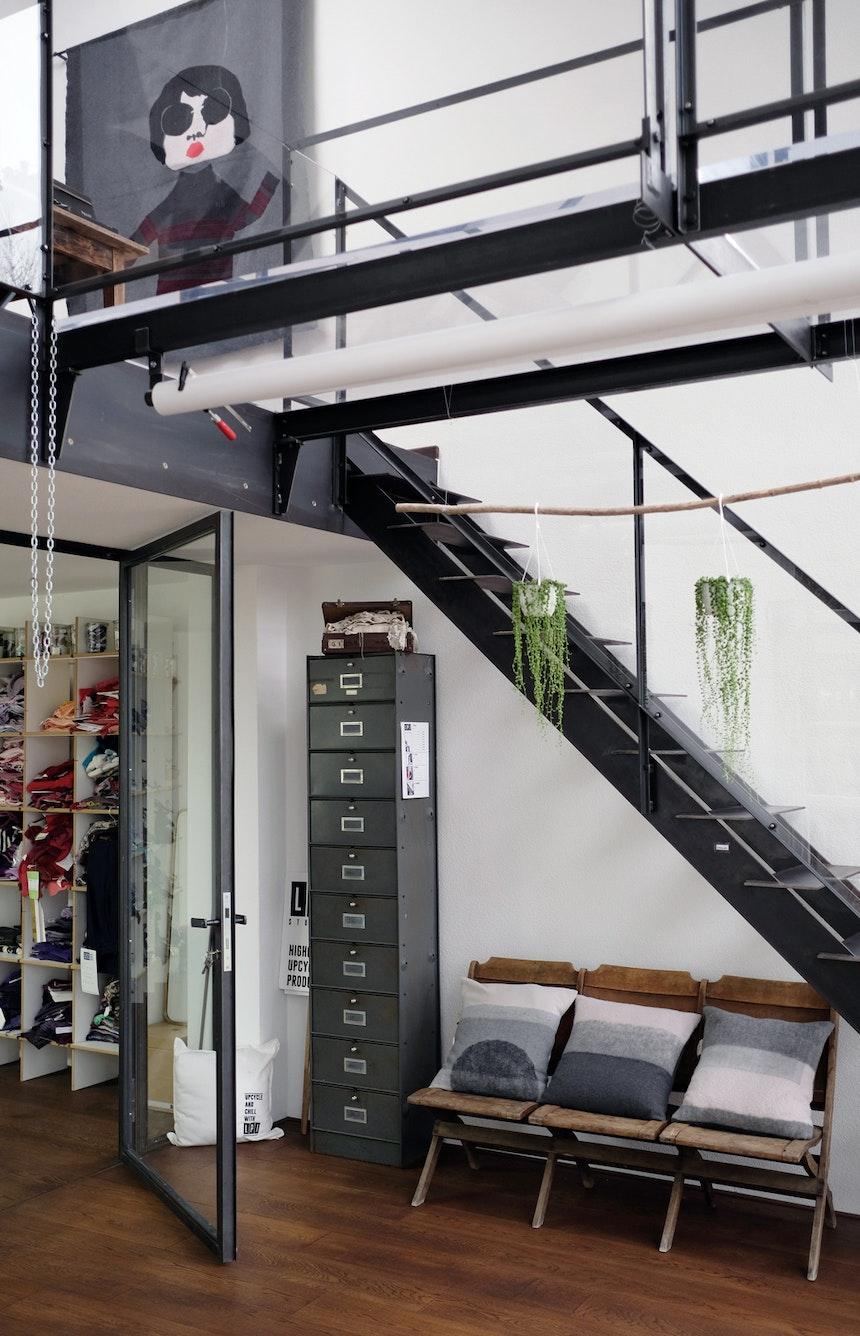 Showroom, Architektur aus Glas, Holz  & Stahl